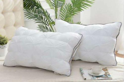枕头的种类日益繁多,如何选择适合我们的枕头呢?