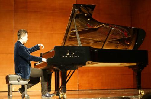 民族品牌长江钢琴走向国际舞台 文化兴邦再创佳绩