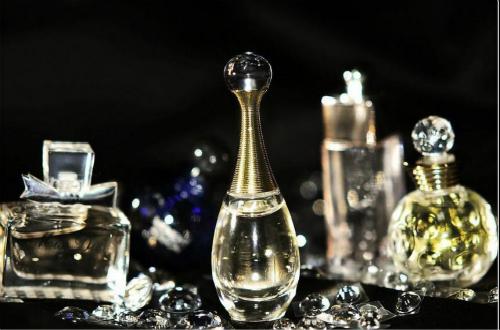十个使用香水的法则,让你成为社交圈最受瞩目的存在
