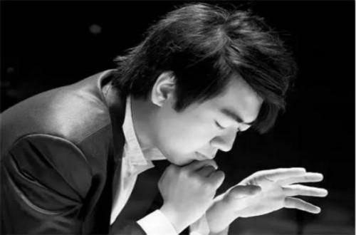 中国著名钢琴家朗朗从小是如何爱上钢琴并且走向成功的?