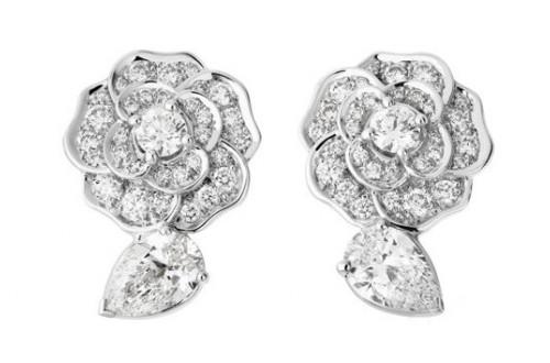 情侣之间送什么礼物:璀璨珠宝诉说你的浓情蜜意