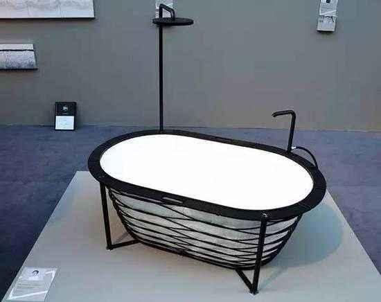 科技引领时尚新生活 不锈钢折叠浴缸走红市场
